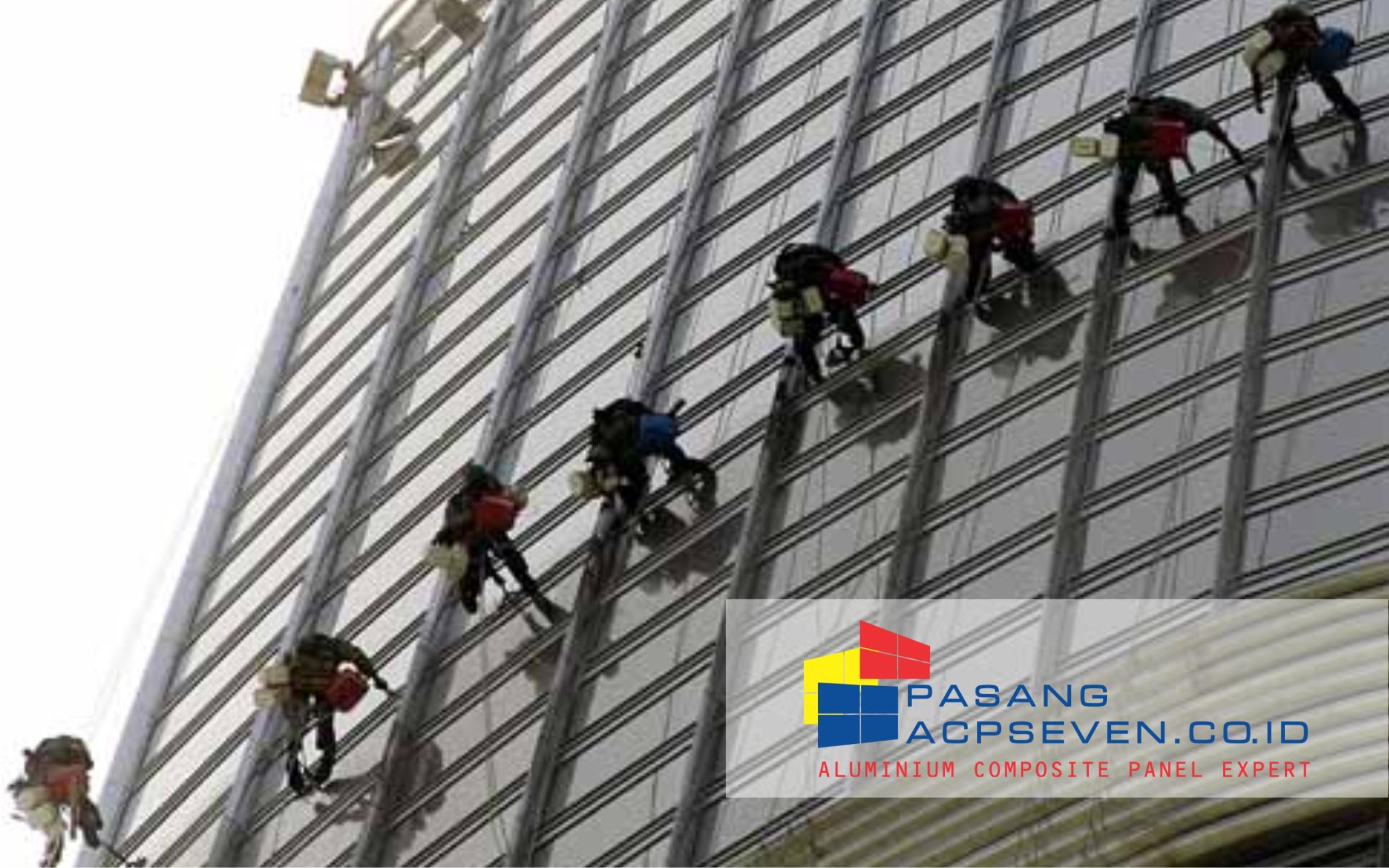 pembersih kaca gedung tinggi surabaya, jasa bersih gedung surabaya, pembersihan acp surabaya